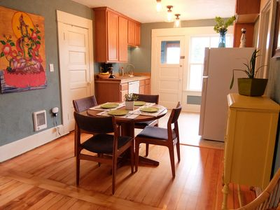 Dining space for 4, full kitchen