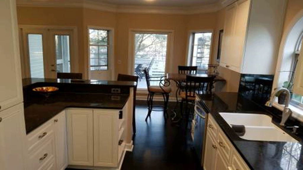 Beautiful Southern Home!  MINUTES FROM EVERYTHING!  Pet Friendly!