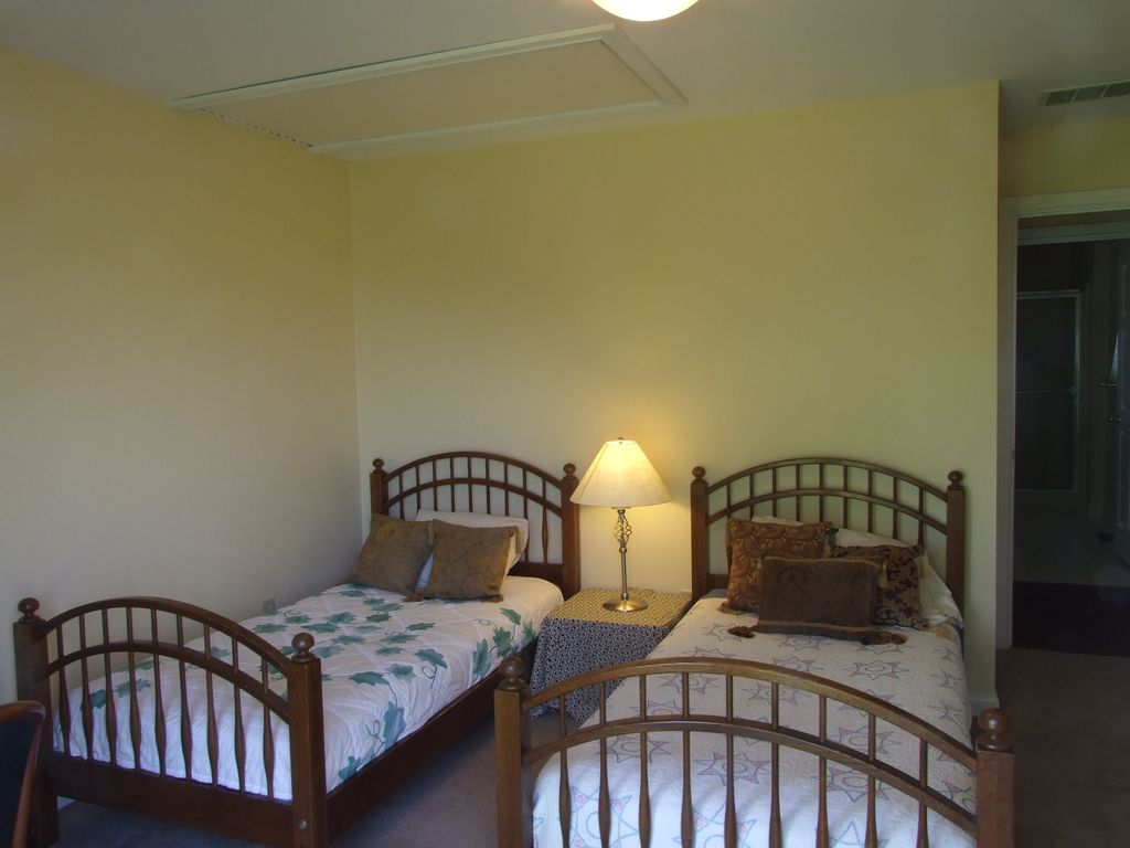 Two Bedroom Cottage On 2 Acre Stocked Pond Minutes From