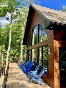 BRAND NEW Drag Lake luxury cottage with AC and HOT TUB