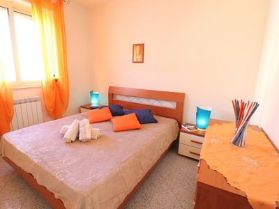 Photo for Central Apartment with Air Conditioning, Balcony and Roof Terrace; Pets Allowed