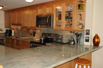 Gourmet kitchen with new stainless steel appliances, jumbo washer/dryer, granite
