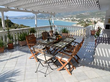 Penthouse with panoramic views of the Aegean Sea, Mediterranean garden and the beach