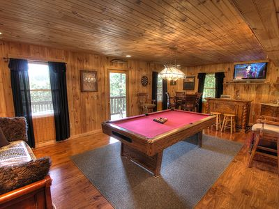 Photo for Discounts start at $119!! Hot tub, Mountain View, Pool table, Pigeon Forge