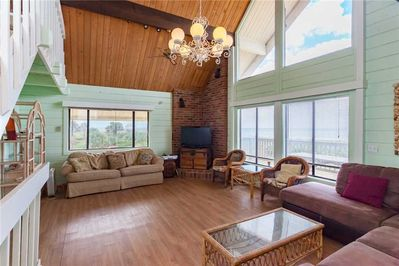 Breathtaking Ocean Views - Get the best seat in the house in this open plan living room, with comfy rattan furniture and a gorgeous view of the ocean.