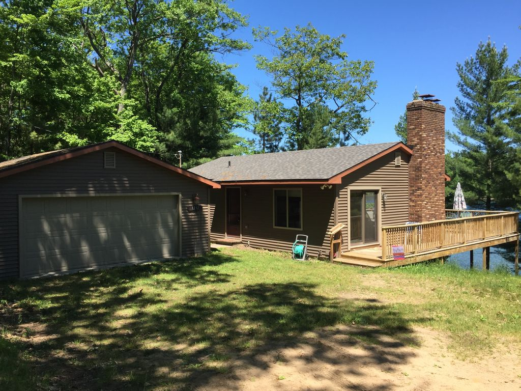 Secluded Cottage On Beautiful Rennie Lake Surrounded By