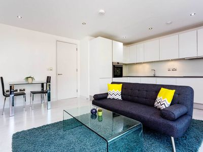 Photo for A lovely and contemporary home located near iconic London Bridge (veeve)