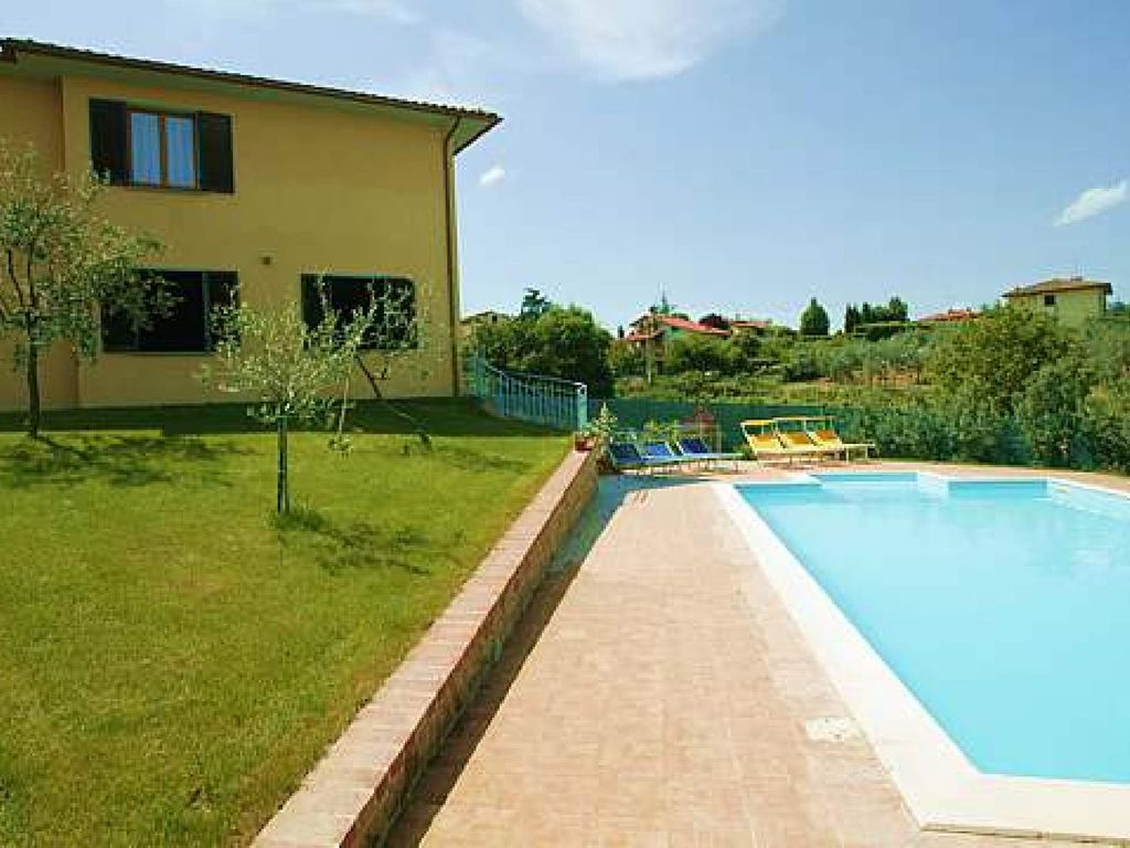 Villa with swimming pool in the tuscan countryside monte for Pool durchmesser 4 50