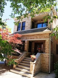 Perfect Home for Relaxing and Entertaining! Close To Wrigley Field & Lakefront