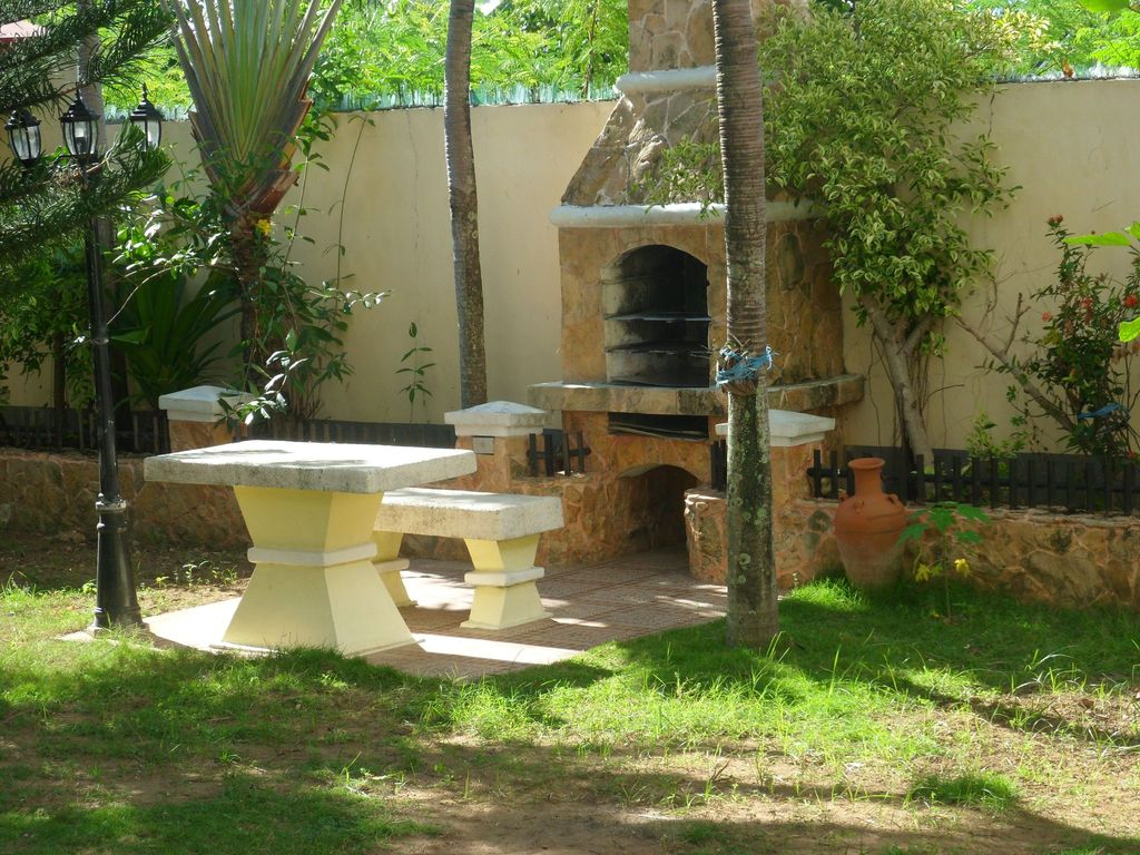 House With Nice Garden And Big Private Pool For Rent