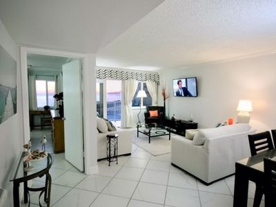Photo for Beautifully remodeled Beachfront Condo, spectacular views (320)