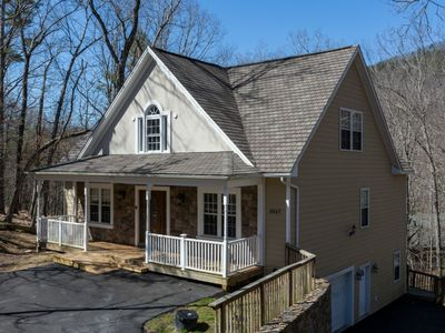 Photo for New paint and furnishings. Lots of room! Gas fireplace, pool room, hot tub,cozy!