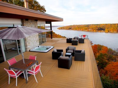 Deck & hot tub overhang 200' bluff jutting out in Hudson River.