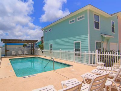 Photo for SUNSHINE VILLA, Easy Beach Access, Pet Friendly, Sleeps 10.