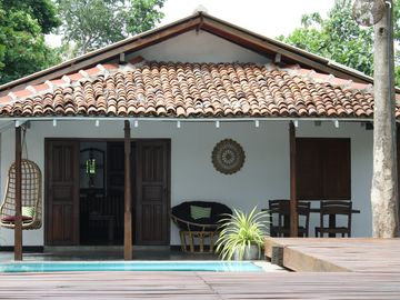 Self-contained villa with swimming pool and beautiful lagoon view, 50m to beach