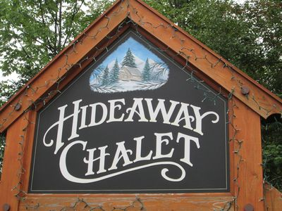 Hideaway Chalet-Sleeps 24 Perfect location 2min to ski slopes HOT TUB