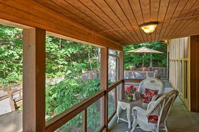 Take your  Lookout Mountain adventure to this vacation rental cottage.