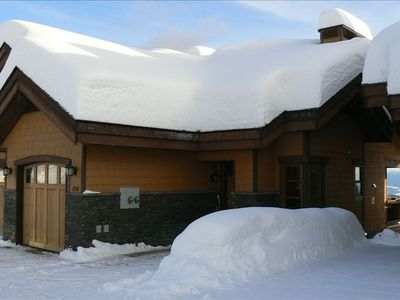 Convenient garage entry. Check out the snow at Big White!