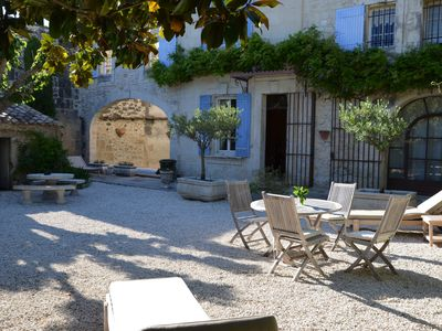 Photo for Charming country house in the Alpilles