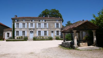Photo for Holiday rental house with farmyard and garden near Cognac.