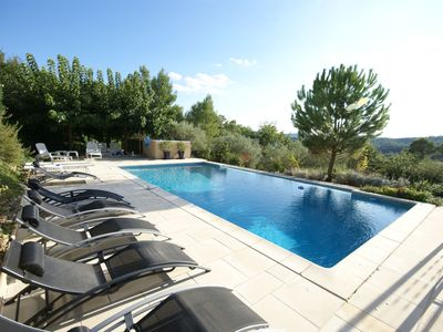 Photo for Beautiful detached villa in the green heart of the Var with private pool