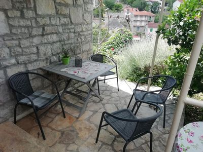 One bedroom apartment with terrace and sea view Stomorska, Šolta (A-8650-b)