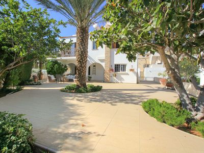 Photo for Fig Tree Bay Villa, 4 Bedrooms, Private Pool