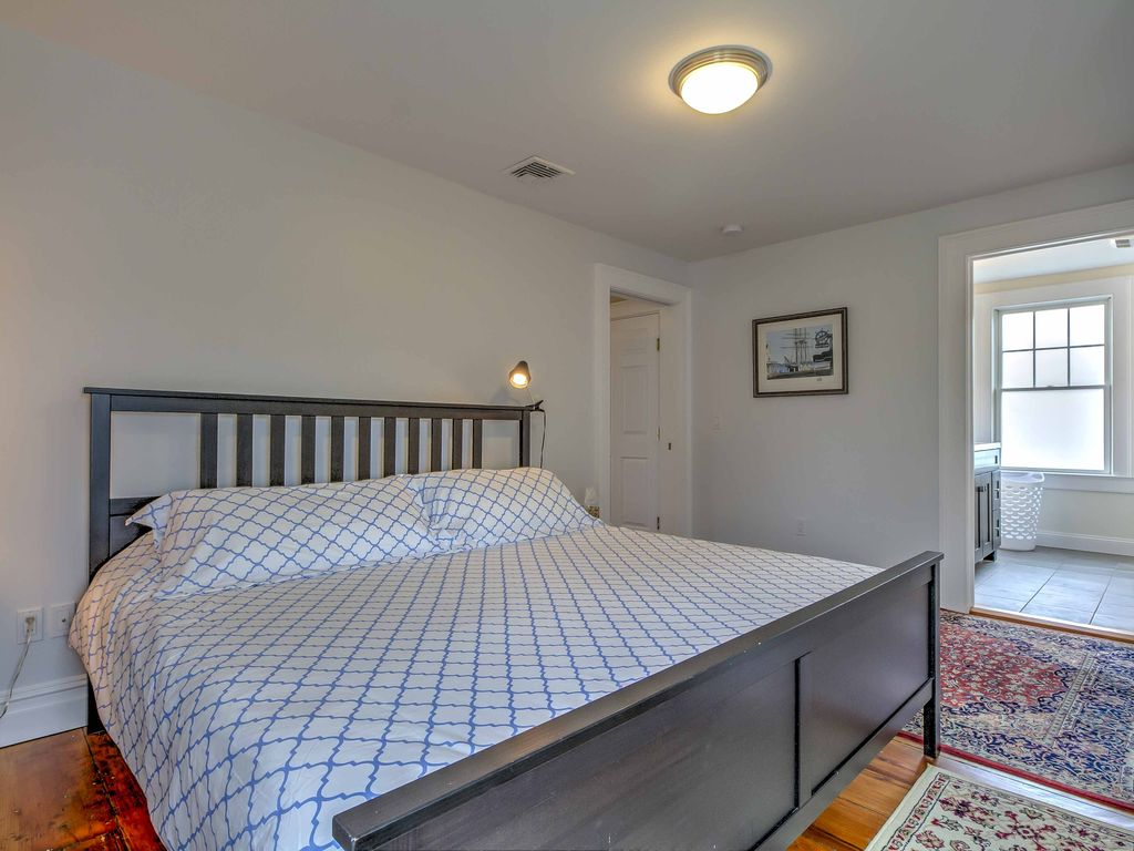 New 1br Greenport Apartment Recently Remodeled