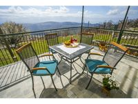 A small village retreat with spectacular views and hikes!