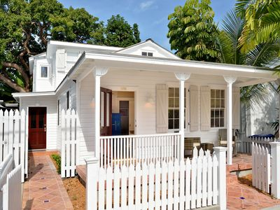 ~ PETUNIA COTTAGE ~ Beautifully Renovated 'Old Town' Home w/ Outdoor Shower