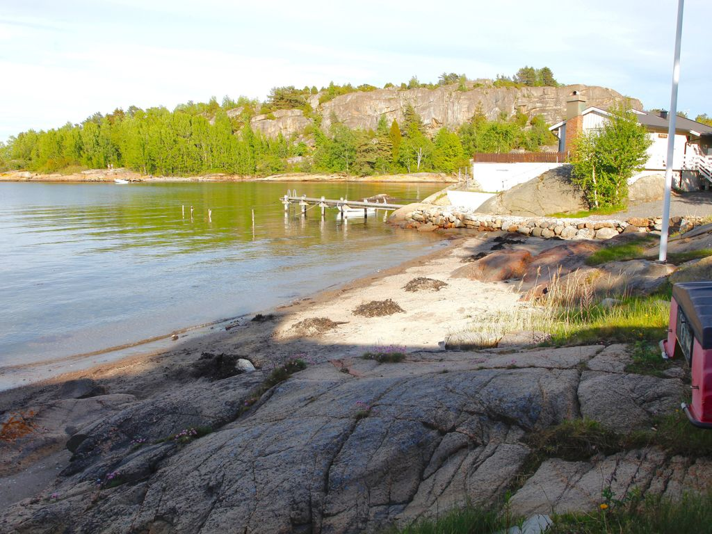 Family cabin by the sea sandefjord vestfold for Cabin by the sea