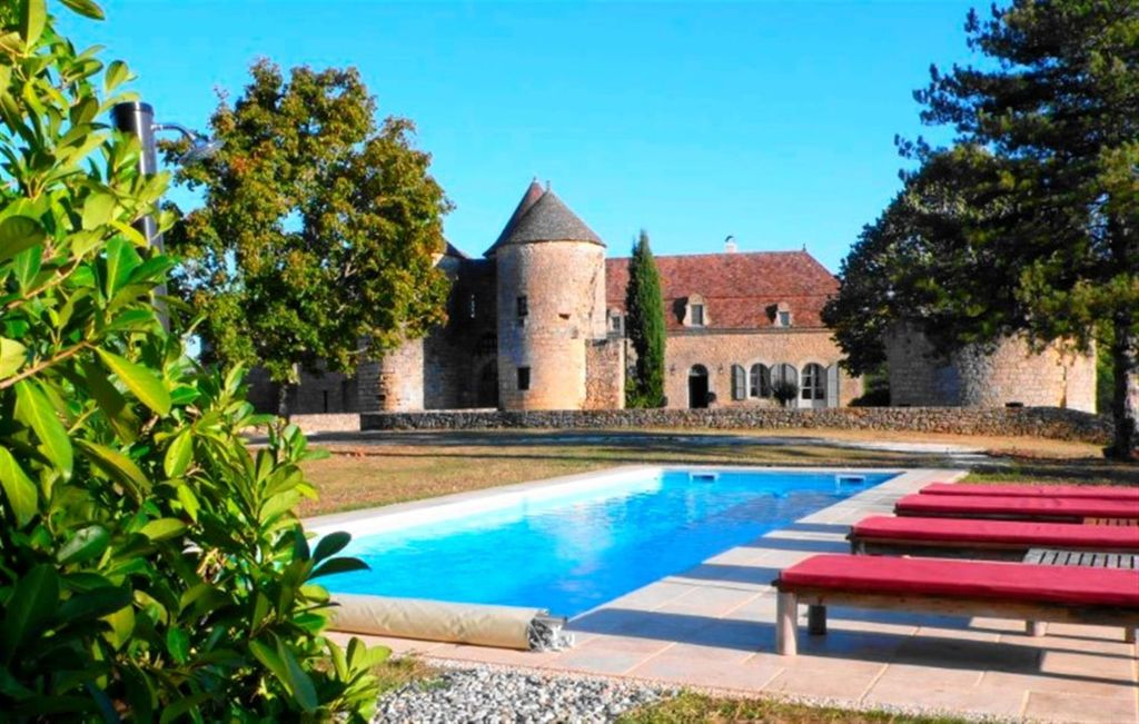 Spectacular Castle With Private Pool, Stunning Views Dordogne