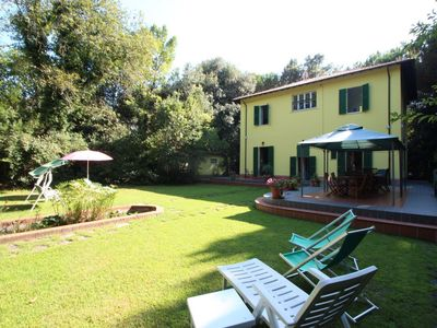 Photo for Villa Ronchi - 10 People, 500m from Sea, WIFI, large Garden, Pets welcome, rustic style