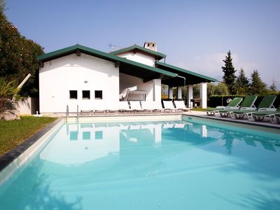 Photo for Wonderful private villa with WIFI, private pool, A/C, TV, washing machine, pets allowed and parki...