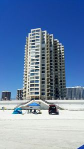 Photo for 2bd/2ba Condo, Direct Oceanfront, Gym, Pool, Sauna