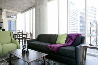Stay Alfred's tallest building with downtown views - Arts District