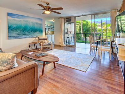 Photo for Amazing remodeled condo. Relax In Paradise! 2 min walk to beach!
