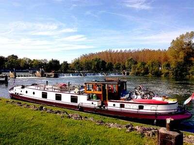 Photo for Unusual stay on the Canal du Midi