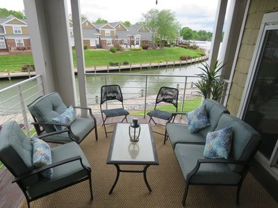 Comfy private deck w/ seating for 6