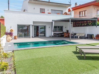Photo for Fantastic house with private pool for 6 people in Sant Pere Pescador