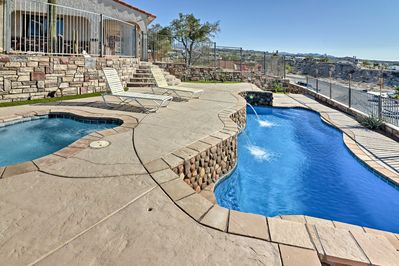 From casinos to the Colorado River, enjoy it all from this Bullhead City home.