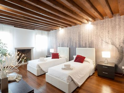 Photo for Grand Palace Canal View 2. 2 - Apartment for 12 people in Venecia