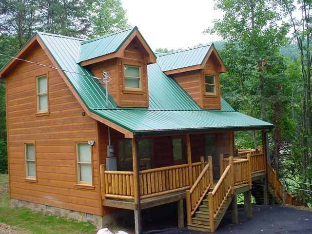 1 bedroom pet friendly cabin with hot tub between for Cabin in gatlinburg with hot tub