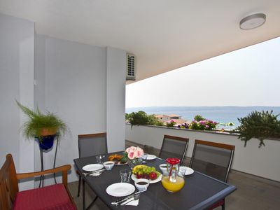 Photo for Spacious 110 m2 apt with terrace and garden, just 30m from the beach