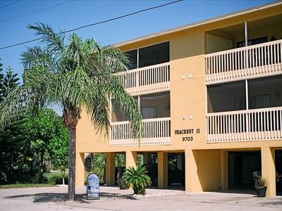 Beautifully renovated condo - Steps from the beach - Heated Pool