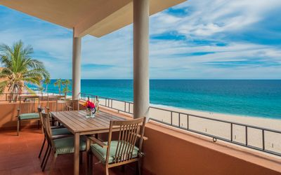 Photo for Beachfront Paradise, Right on the Ocean!