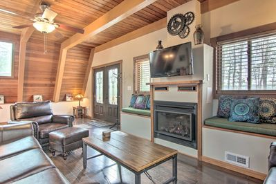 Turn on the gas fireplace and lounge on the leather furniture to watch TV.