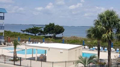 Photo for Beautifully furnished condo on Tybee's North End - Free Wi-Fi.