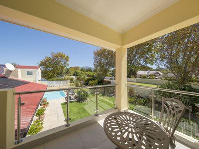 Photo for Elegant holiday apartment in Cape Town, best facilities, heated swimming pool