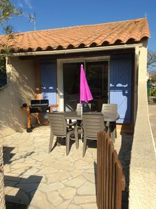 Photo for Neat and well equipped mini-villa, 150 meters from the beach
